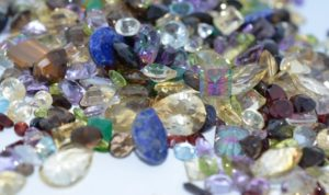 loose-faceted-gemstones